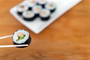 sushi dal piatto foto