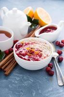 fiocchi d'avena colazione natale mattina con mirtilli rossi foto