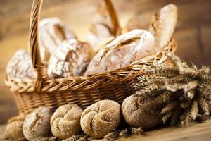 cesto di pane cotto foto