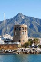 torre di guardia del porto, Puerto Banus, Spagna. foto