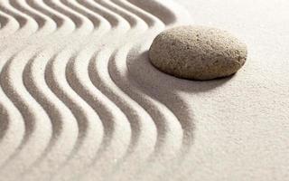 alla ricerca di stabilità con l'esercizio di sabbia foto