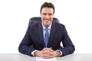 anchorman caucasico o giornalista su uno sfondo bianco foto