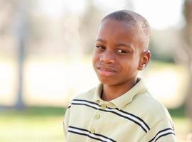 giovane malinconico ragazzo afroamericano foto