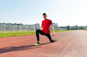 riscaldamento e stretching dell'atleta foto