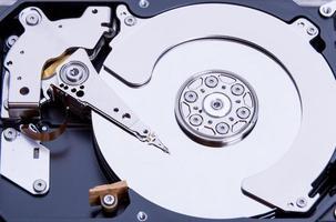 vicino del disco rigido del computer aperto foto