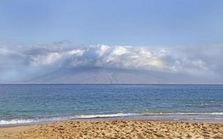 Vista dalla spiaggia di Makena Maui, Hawaii foto