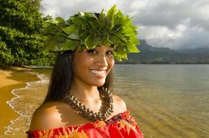 ragazza sorridente di hula foto