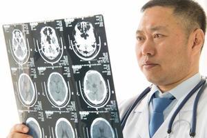 dottore maschio asiatico foto