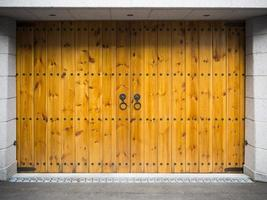 garage in legno in stile asiatico