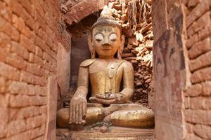 vecchio buddha, Shwe indein pagoda foto