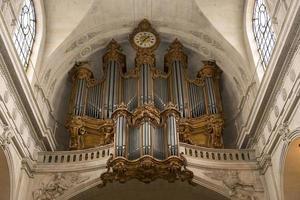 interni e dettagli della chiesa di saint roch, parigi, francia foto