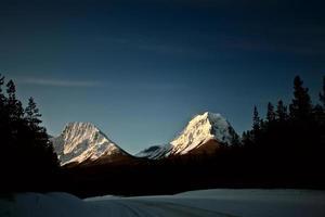 montagne rocciose in inverno foto
