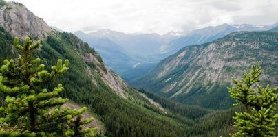 Alberta si affacciano sulla Columbia Britannica foto