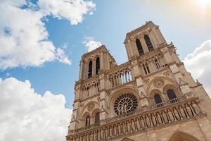 facciata della cattedrale di notre dame de paris, francia