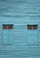 parete e finestra di legno blu dell'annata