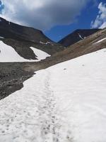 campo di neve in montagna. Hibiny foto
