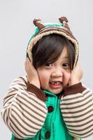 ragazza asiatica brividi sfondo / ragazza asiatica brividi foto