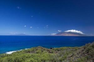 montagne del West Maui dalla costa meridionale, Hawaii, Stati Uniti d'America foto