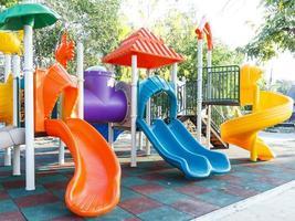 parco giochi colorato