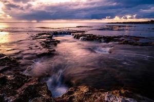 tramonto sulla spiaggia della baia degli squali foto
