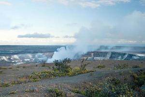 cratere fumante del vulcano Hilamaumau Kilauea nei vulcani delle Hawaii