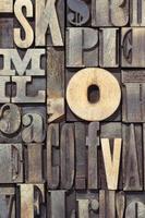 lettere di legno verticali foto