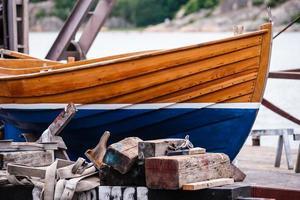 barca in fase di ristrutturazione foto