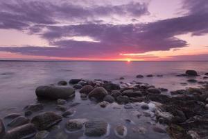 bellissima scena del sole al tramonto foto