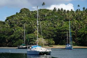 Barche a vela al porto di Savusavu, Vanua Levu Island, Figi foto