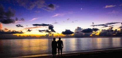 la famiglia ha salutato l'alba foto