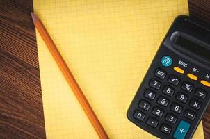 lista della spesa con calcolatrice foto