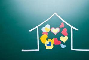 amore familiare e forma di cuore colorato