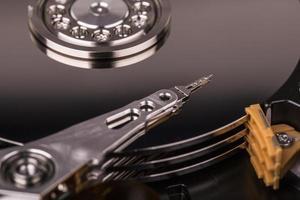 HDD del disco rigido isolato su fondo bianco foto