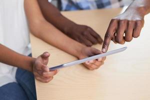 stretta di un tablet pc foto