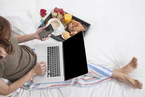 colazione multitasking foto