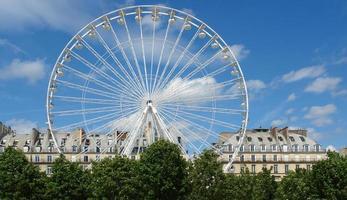 grande whell nel giardino delle tuileries foto