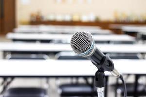 microfono in sala riunioni o conferenze foto