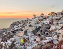 bellissimo villaggio di oia tramonto a santorini foto