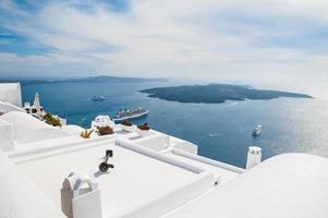 architettura bianca sull'isola di santorini, grecia foto