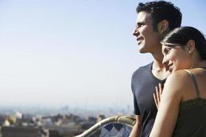 coppia godendo la vista a Barcellona