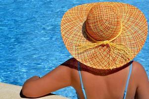vera bellezza femminile godendo le sue vacanze estive