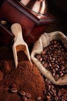 sfondo di caffè marrone scuro. foto