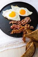 uova e pancetta foto