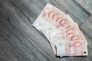 vari di dieci dollari di denaro di Singapore