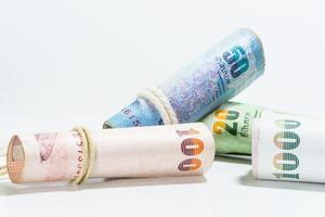 banconote tailandesi dei soldi su fondo bianco. foto