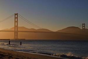 cancello d'oro al tramonto foto