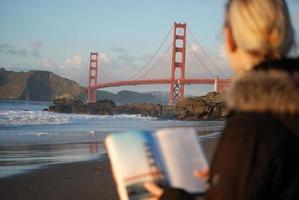 turista di golden gate bridge foto