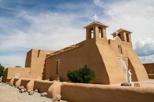 chiesa della missione di San Francisco de Asis nel New Mexico foto