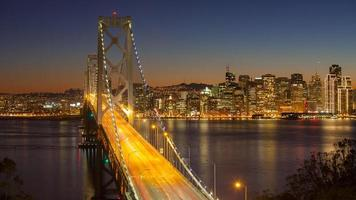 San Francisco Bay Bridge al tramonto foto