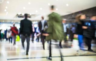 composizione di persone a piedi, affari e concetto di vita moderna foto